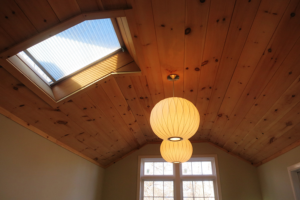 Bed-ceiling